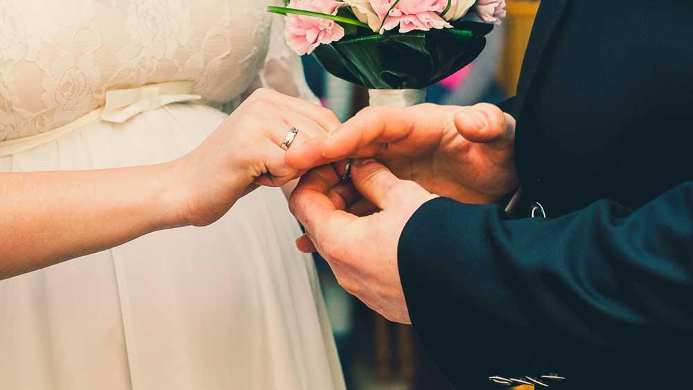 Modern Wedding Switching Rings