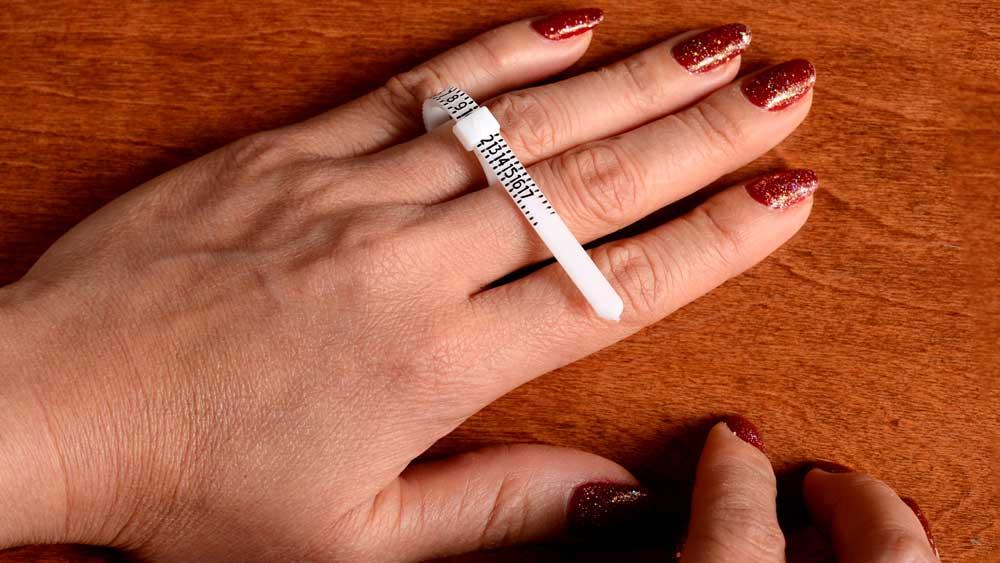 Use Plastic Ring Sizing on Finger
