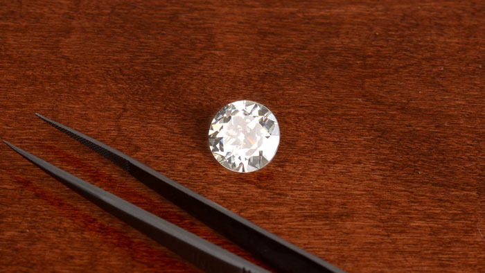 Loose Real Diamond with tongs