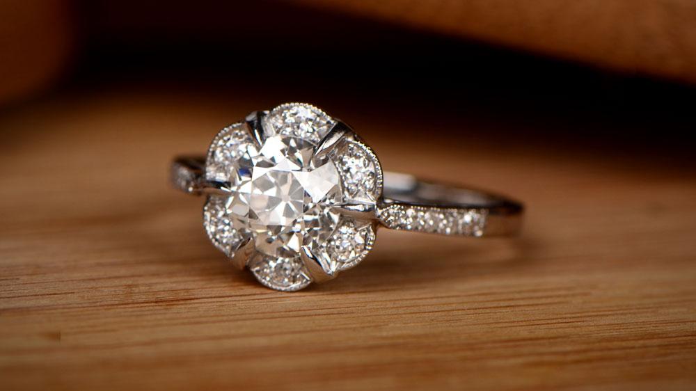 White face up J color antique diamond ring