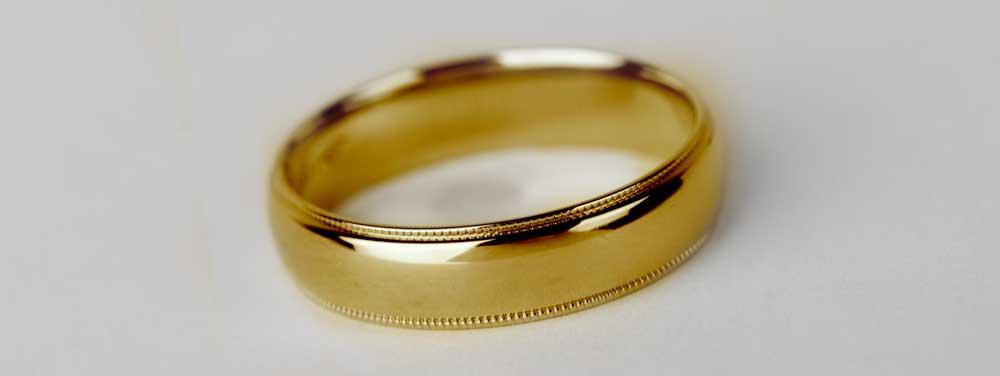 Plain Gold Mens Wedding Band