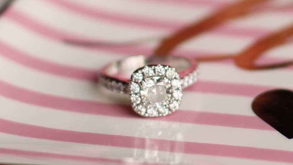 Expert Advice) Moissanite vs  Diamond - Estate Diamond Jewelry