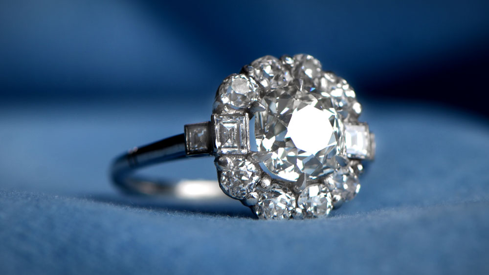 VS2 Clarity Diamond Engagement Ring