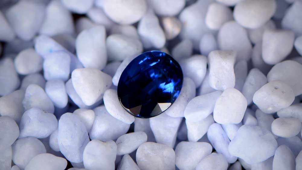 Loose Sapphire on Rocks