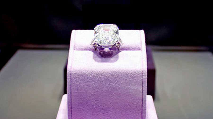Elizabeth Taylor Ring on Display for Auction