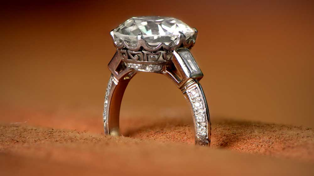 Side Angle of a 4 Carat Diamond Ring