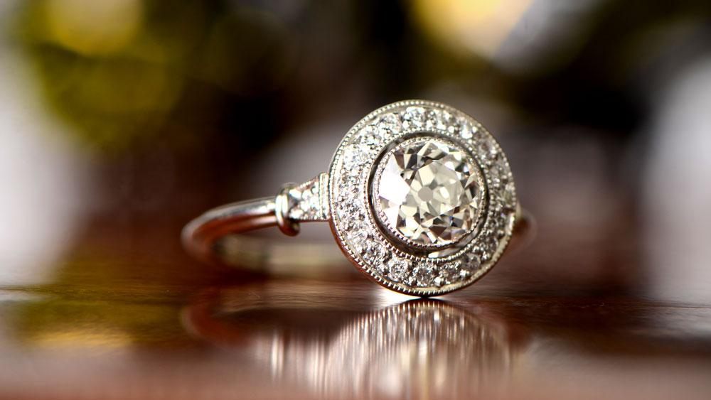 11761-Artistic Diamond Halo Engagement Ring