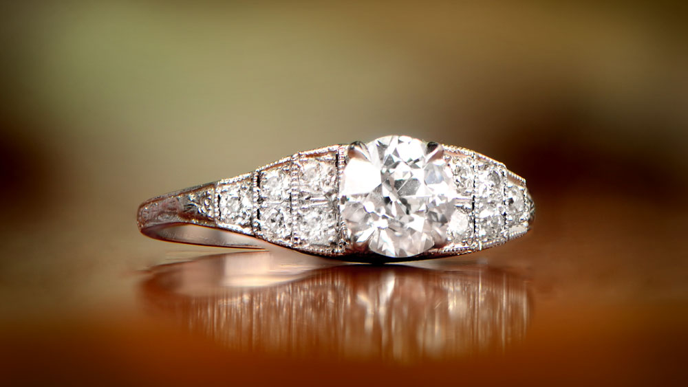 Vintage Dia Engagement Ring with Flowers Bokeh