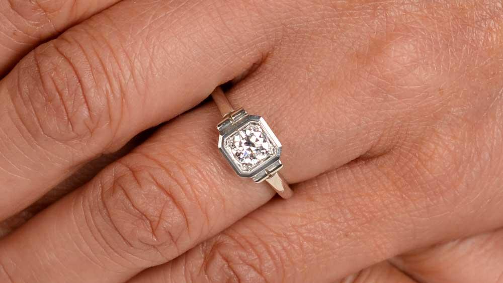 12151 White Gold Ring on Finger