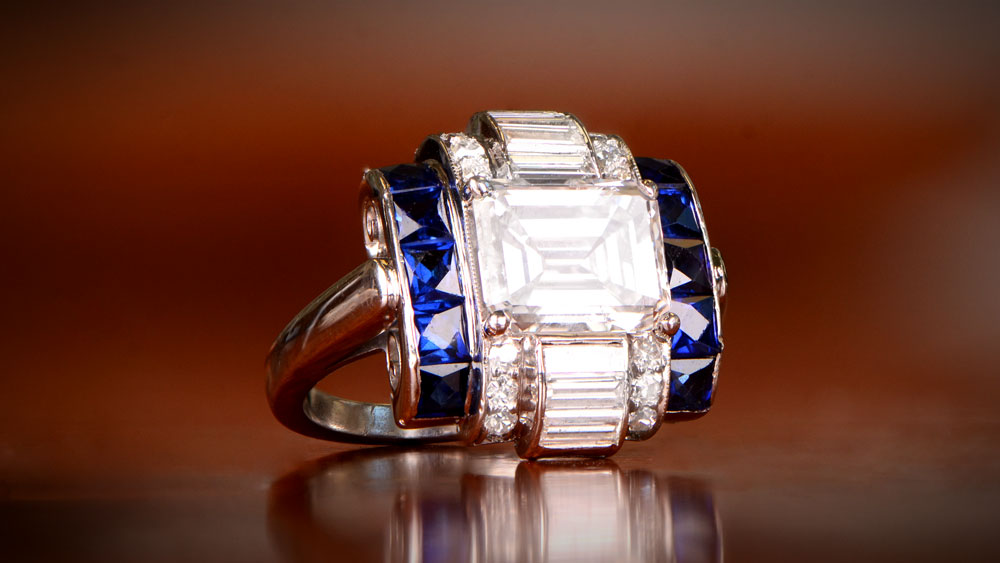 K501 Artistic View of VVS1 Clarity Diamond Ring with Sapphires