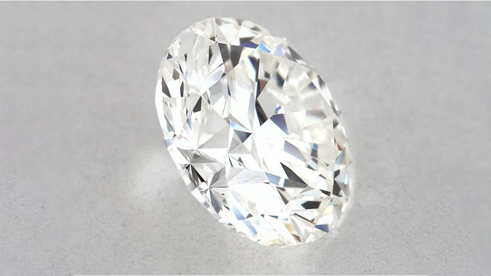 Side angle of round brilliant diamond