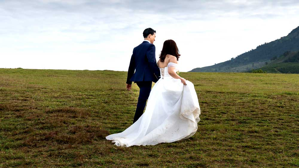 Micro Wedding Bride and Groom Photos