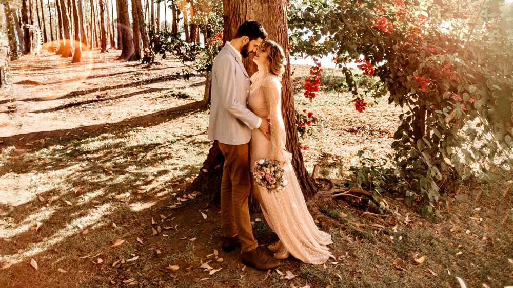Micro Wedding Couple Moment